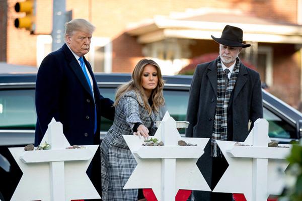 美国总统特朗普夫妇赴匹兹堡 悼念犹太教堂枪击案遇难者