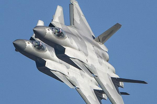 广东珠海:中国空军歼-20战斗机进行飞行表演前预演