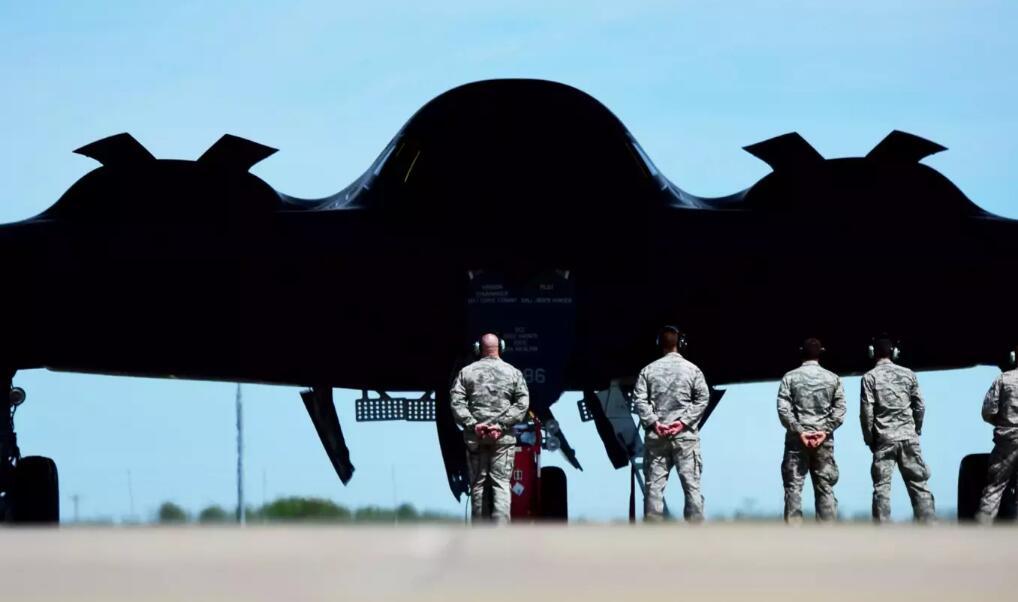 美空军哭穷:轰炸机不够对付中俄 需要100架B-21!