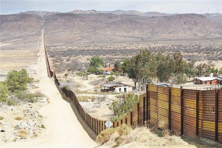 """特朗普称边境难民""""对美入侵"""":军队正等着你们"""