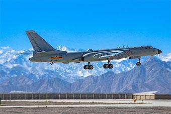 轰-6K战轰远赴高原进行飞行训练