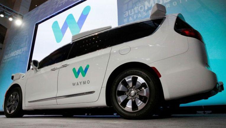 谷歌Waymo获加州首次完全无人驾驶汽车路试许可