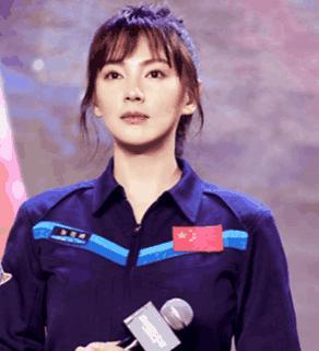张雨绮出席活动,精修图是美少女,未修图却是满满的塑料味儿