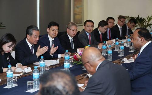 王毅与巴布亚新几内亚外长帕托会谈