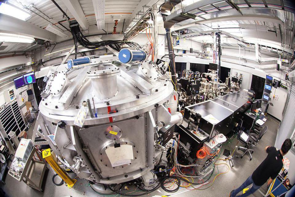 人类用激光创造2000万摄氏度高温,比太阳中心还热