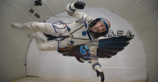 10年前他花3000万美元几乎破产 只为在太空住12天