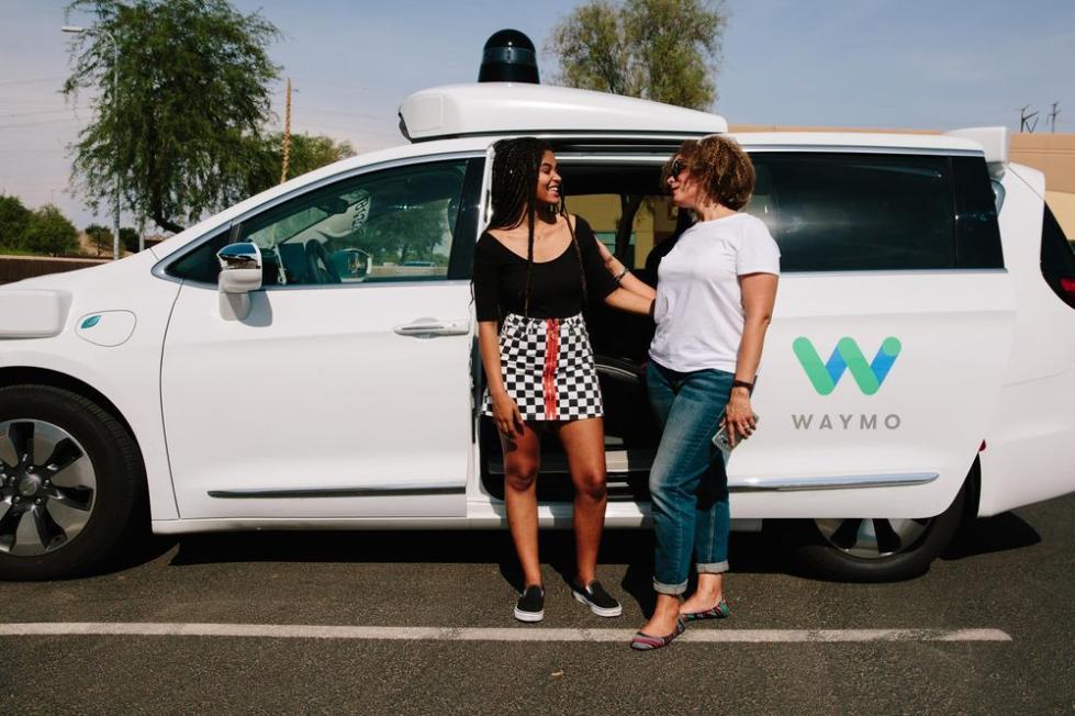 谷歌无人车Waymo获加州批准 没人类司机也能上路
