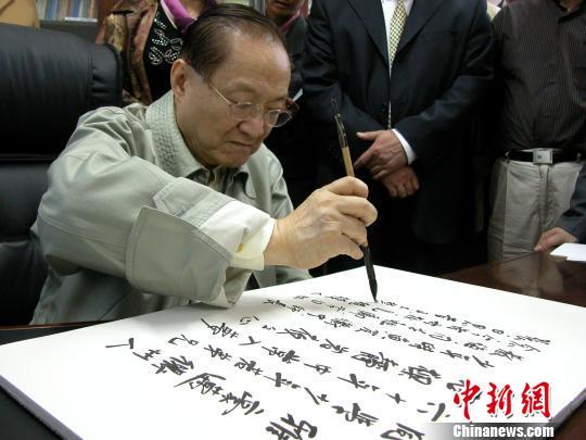 金庸在浙江衢州中学的日子:一事能狂便少年