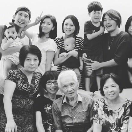 贾静雯外公与金庸同岁同天去世发文悼念 感谢赵敏一角