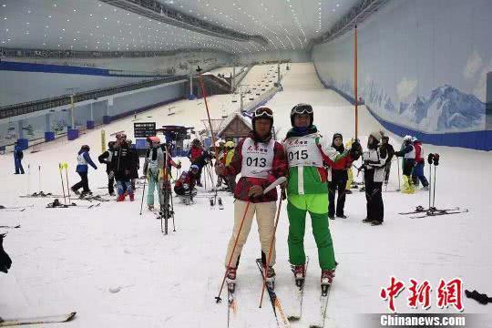 中国首创赛制!大众高山滑雪混合赛首站哈尔滨开赛