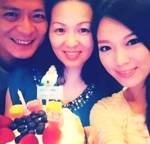 黄日华28岁女儿曝光星二代有压力