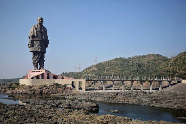 """182米高!印度""""世界最高雕塑""""揭幕 是自由女神像两倍大"""