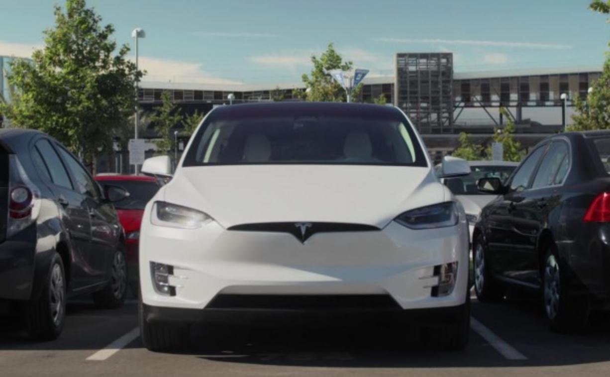 马斯克发推文:特斯拉汽车明年将实现无人泊车