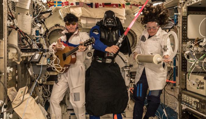 空间站里的万圣节:猫王、黑武士和疯子科学家