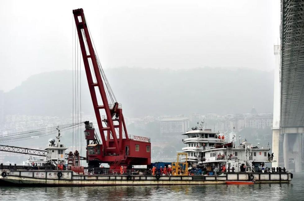 救援队队员父亲在坠江公交上:控制情绪做好救援
