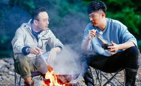 """汪涵""""自制石头烤肉"""" ,李诞3字吐槽小表情委屈"""
