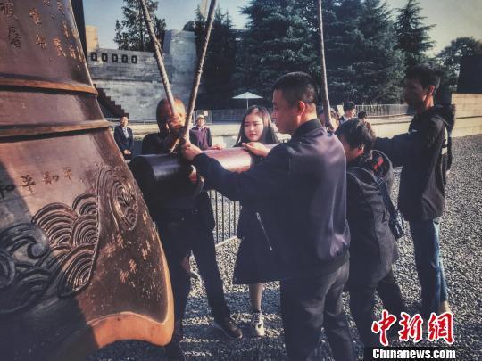 南京市国家公祭保障条例通过 默哀一分钟入法