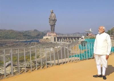 182米高!世界最高塑像在印度揭幕