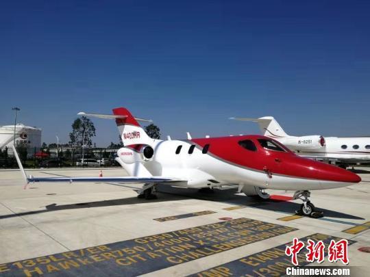 """中国首个""""空中专车""""轻型公务机运营平台开业"""