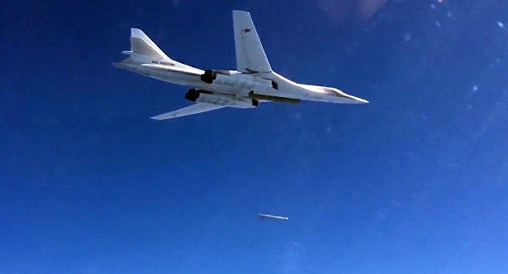 """俄媒:俄两架轰炸机飞近军演区域让北约""""惶恐"""""""