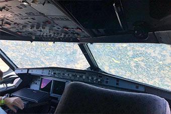 巴西空客A320客机遭遇极端天气 机首损坏严重