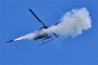 AV500无人机空中发射导弹精准命中地面目标