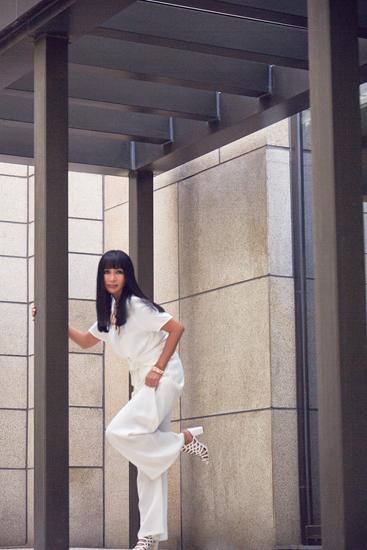 张咪气质全白装扮 示范知性女神风