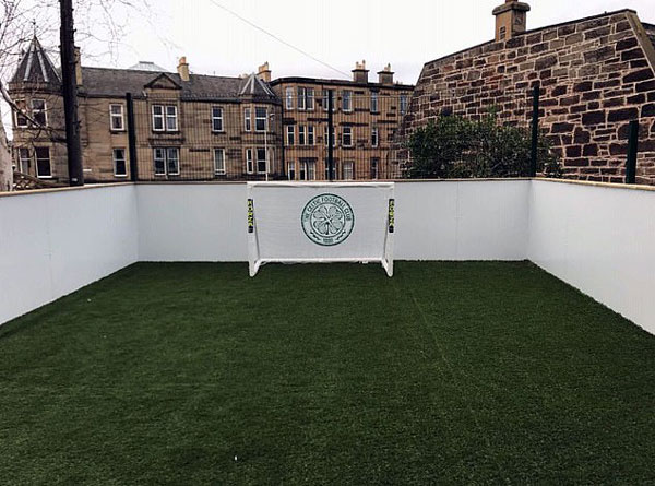 英男子家后院建迷你足球场被当地议会勒令拆除