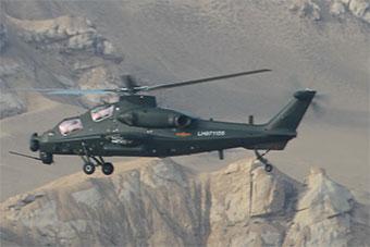 青藏高原上武装直升机展示优秀突击性能
