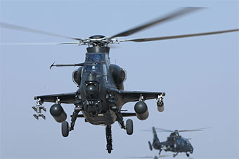 直10部队夜航飞行展示过硬训练水平