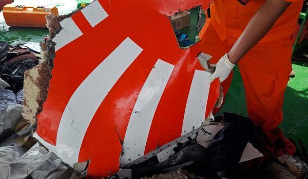 印尼狮航失事飞机在前一航程已现机械故障,机长曾发求救信号