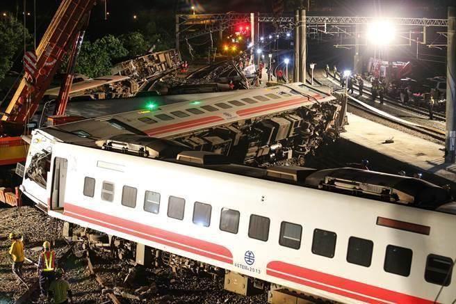 普悠玛出轨酿重大事故 日本制造商坦承:安全设计有疏失