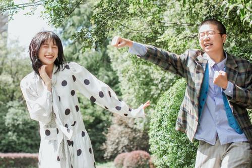 李诞与女友晒美照 网友议论:好事将近?