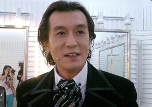 继李咏因癌症去世后,还有位主持人也因身体原因,即将离开银幕