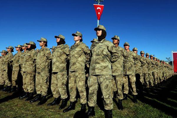 土耳其宪兵学院举行宣誓仪式 女兵英姿飒爽