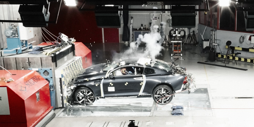 Polestar 1样车接受碰撞测试 碳纤维车身表现出色