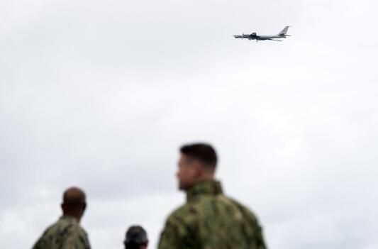 俄图-142低空飞越北约军演现场 美军看呆(图)