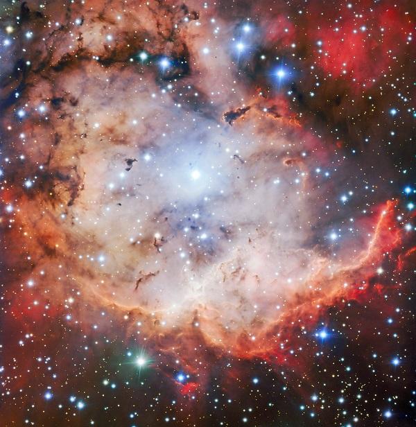 """太空海盗警告:""""骷髅星云""""充满气体和新生恒星"""