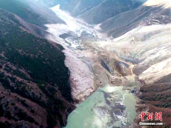 金沙江堰塞湖蓄水量超1亿立方米 西藏紧急转移8300余人