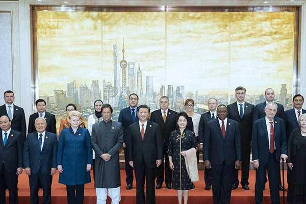 习近平和彭丽媛欢迎出席首届中国国际进口博览会的各国贵