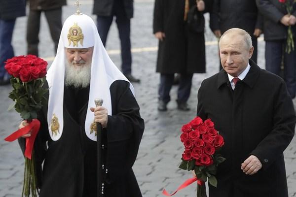 俄迎来民族团结日 普京向米宁和波扎尔斯基纪念碑献花
