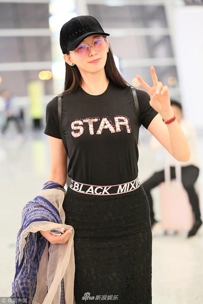 林志玲穿全黑裹身裙秀火辣身材 肌肤吹弹可破惹人羡