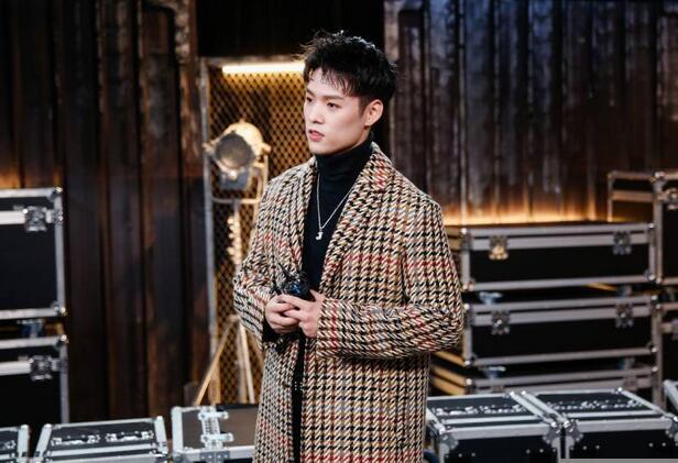 Jeffrey董又霖现身《中国音乐公告牌》演绎时空交错