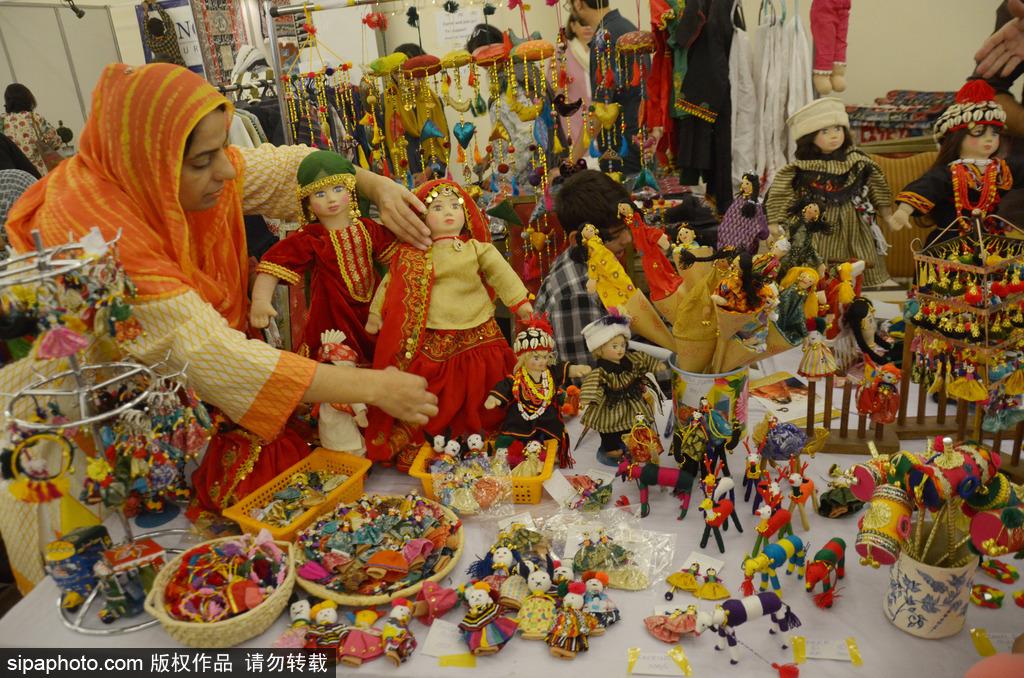 巴基斯坦:种类丰富琳琅满目 手工艺品展览会在拉合尔举行