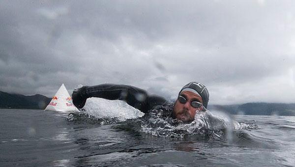 高能!英男子花157天成功挑战环大不列颠岛游泳
