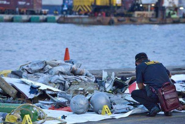 印尼政府披露狮航客机坠海细节:客机与海面撞击致解体