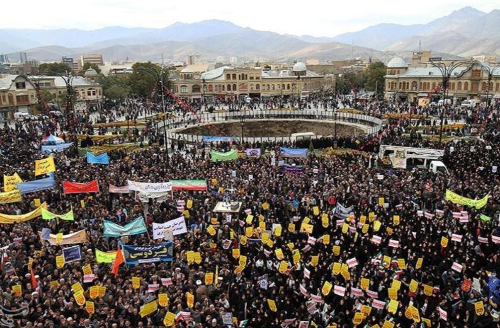 """伊朗爆发大规模反美集会:烧星条旗泄愤 高喊""""美国去死"""""""