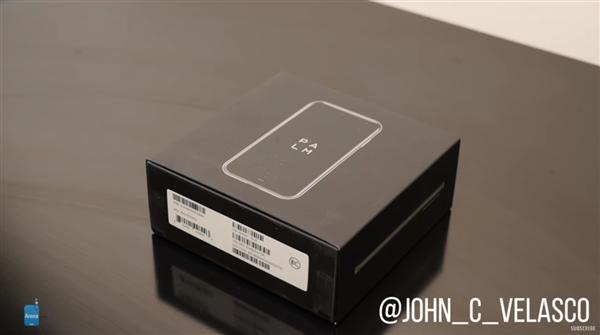 3.3英寸小屏手机Palm开箱上手:无比小巧