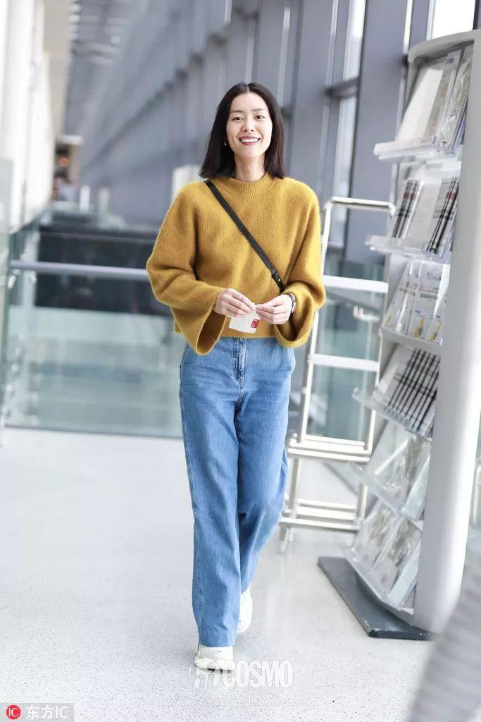 穿纯色毛衣去上班,不迟到还被同事夸会穿