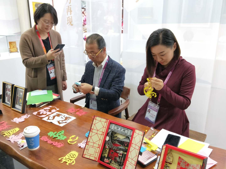 """首届中国国际进口博览会上的""""上海味道"""""""